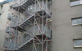Fluchttreppentürme an der Außenfassade - STEBU Gerüstbau GmbH in Essen